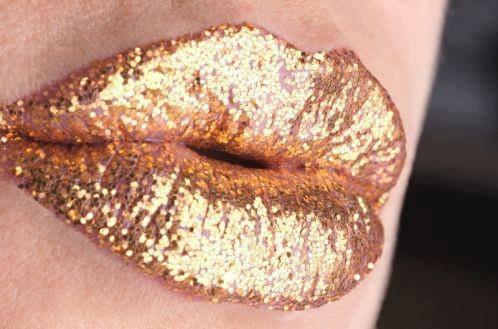 lips golden